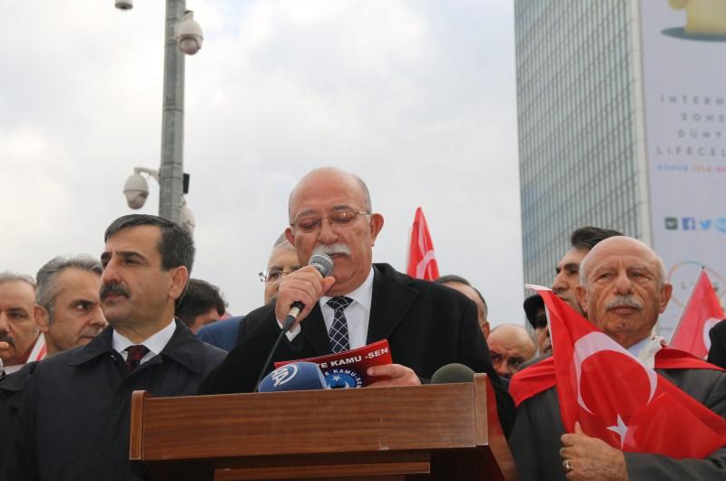"""Şanlı Türk ordusunun Afrin'e yönelik olarak başarıyla sürdürdüğü """"Zeytin Dalı Operasyonu"""" devam ederken, Türkiye Kamu-Sen olarak Kızılay Güven Park'ta """"Her şart altında Mehmetçik'le beraberiz. Acımız da, sevincimiz de bir. Afrin operasyonuna destek, Şehide saygı"""" adı altında açıklama yaptık. Türkiye Kamu-Sen'in bu anlamlı eylemine çok sayıda vatandaşta yürekten destek verdi."""