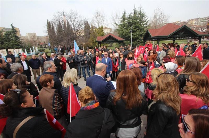 Türkiye Kamu-Sen, İstiklal Marşı'nın kabulünün 96. yıl dönümünü, Marşın yazıldığı başkent Ankara'da bulunan Taceddin Dergahı'ndaki Mehmet Akif Ersoy Müze Evi'nde kutladı.